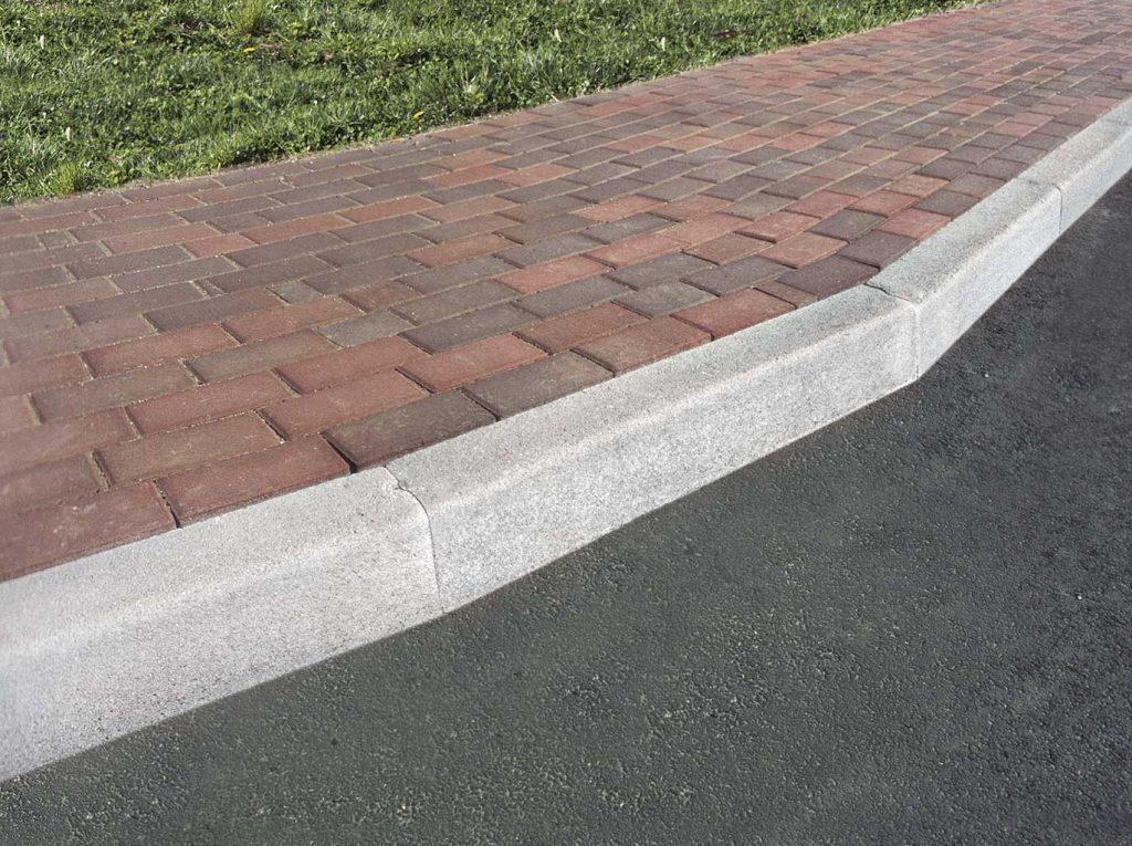 cordoli-in cemento marciapiedi